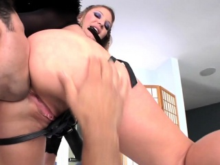 Bdsm domina strapon fucks