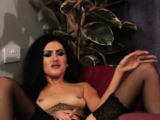 Femdom voyeur toys herself while giving JOI