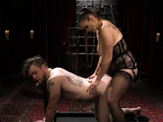 Meaty domina pegs a slave