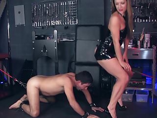 Her Ass is his reward